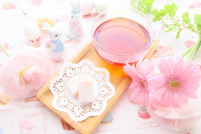 みなさん紅茶は飲み過ぎると危険だということはご存知でしょうか?実は紅茶には飲み過ぎるとで様々な副作用があります。ここでは「紅茶は飲みすぎ危険な理由」・「1日の適量や飲み過ぎ量」を紹介していま…